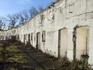 Frontgebouw van Fort bij Velsen.