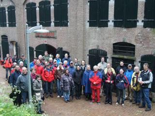 Groepsfoto van de deelnemers, op Fort bij Abcoude.